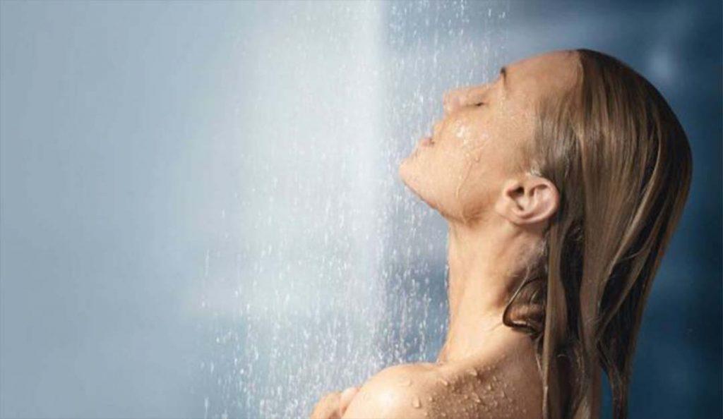 Saçınızı Sıcak Suyla Yıkamayın!
