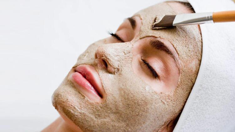 temiz bir cilt için kil maskesi