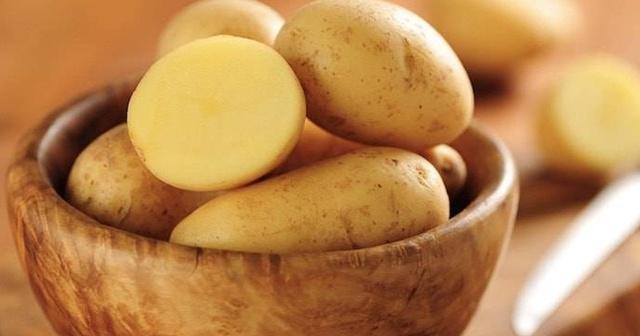 yağlı ciltler için patates maskesi