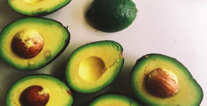 cilt onarımı için avokado maskesi